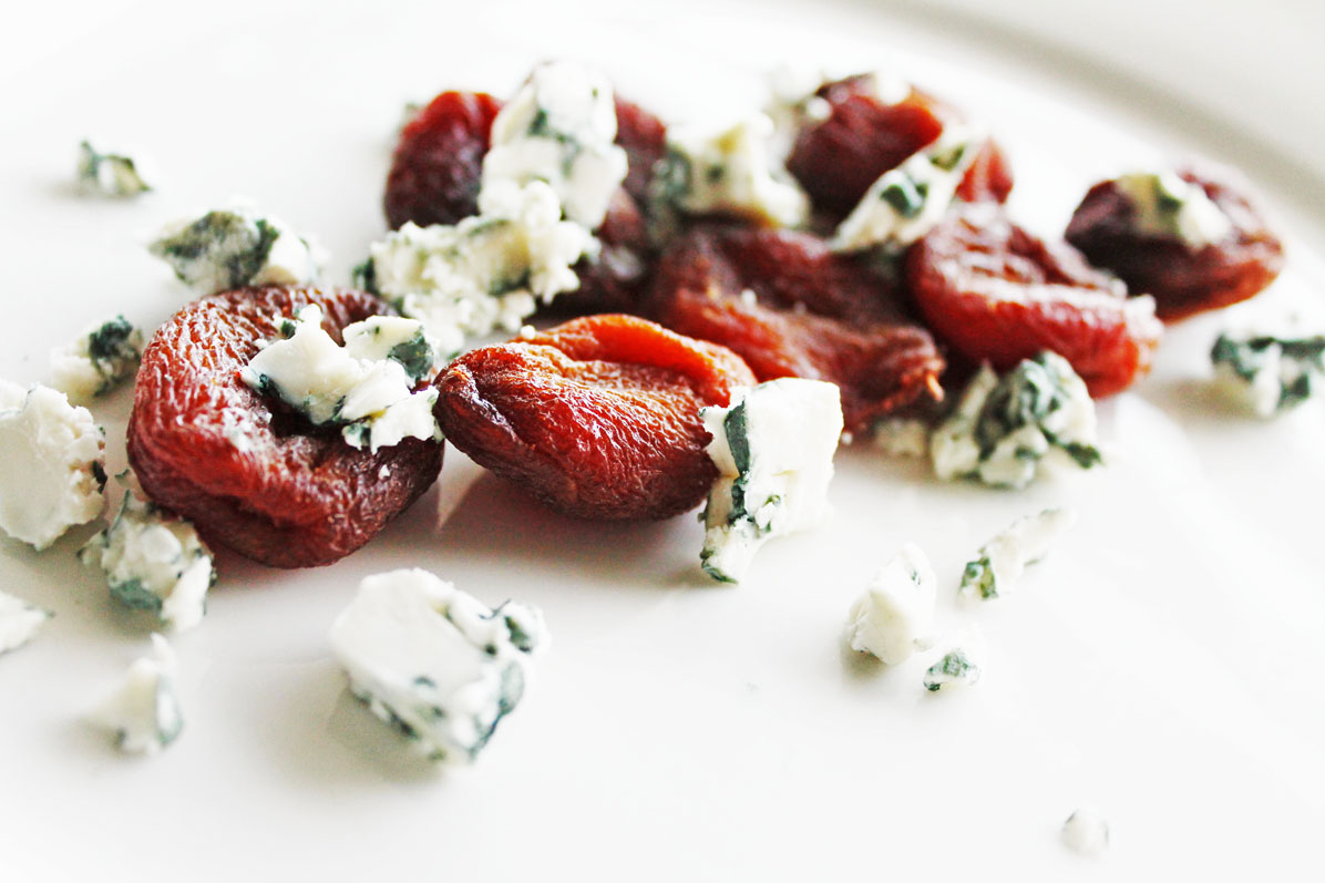 clean eating recipes - apricots and blue cheese 1