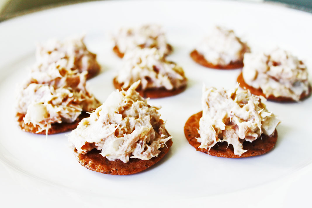 clean eating idea - tuna over crackers 4