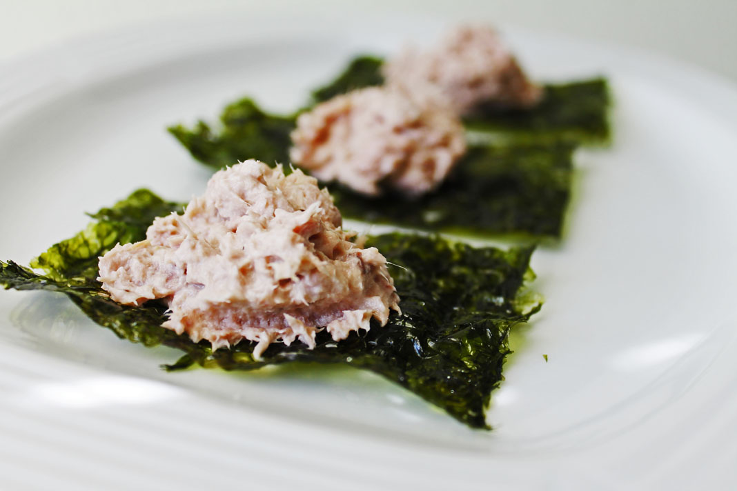 clean eating idea - tuna over seaweed 1