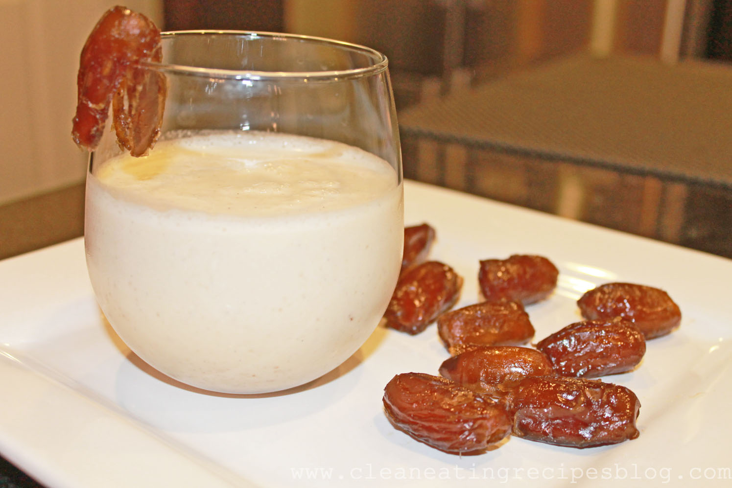Clean Eating Dessert – Dates and Almond Milk Smoothie