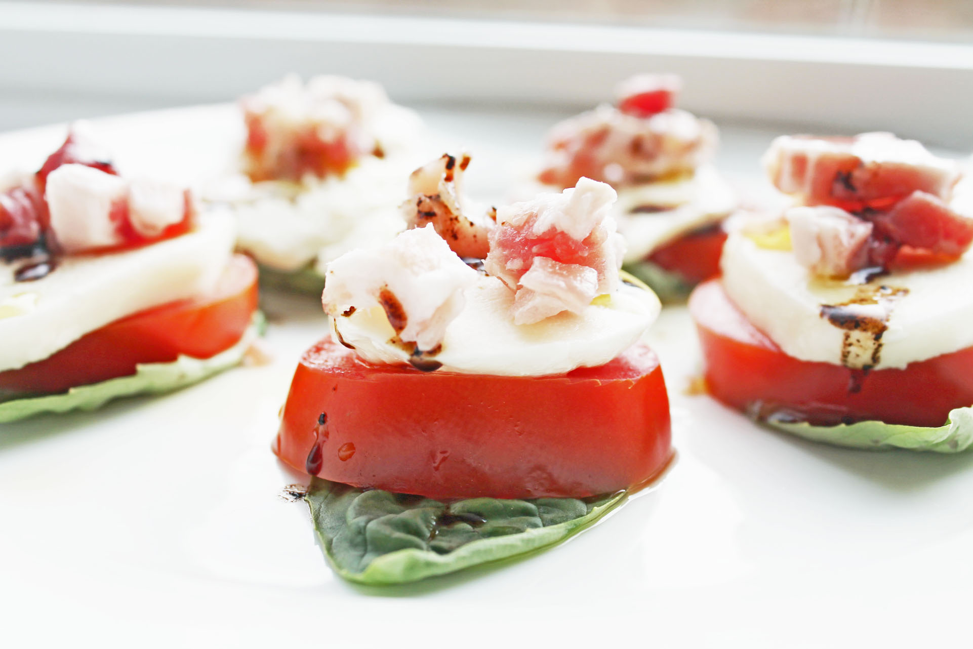 EASY HEALTHY CAPRESE BITES WITH PROSCIUTTO